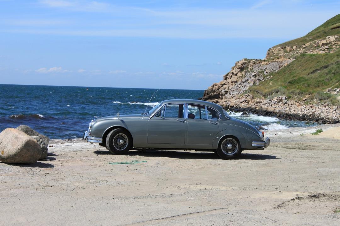 auto-3469758_1920